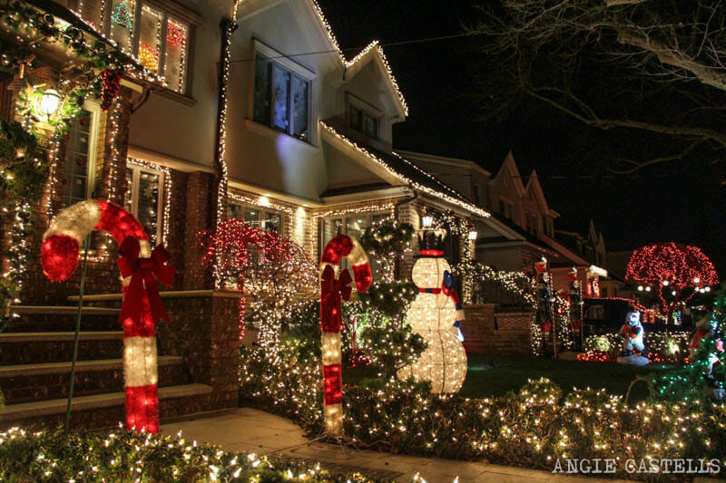 Las luces navide as de dyker heights en nueva york - Luces exterior navidad ...