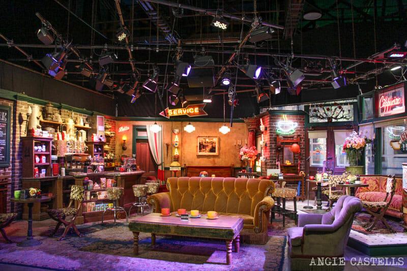 10 localizaciones de Friends en Nueva York para fans : Escenarios Friends Nueva York Central Perk WB Studios Los Angeles from www.anuevayork.com size 800 x 533 jpeg 157kB